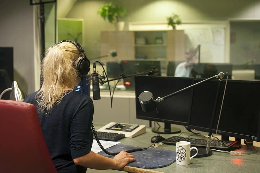 Kako Govoriti Na Radiju (Priručnik Za Radio 2/30) Radiostanica.com